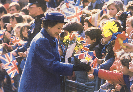 55-queen-in-north-st-chi-royal-maundy-1986