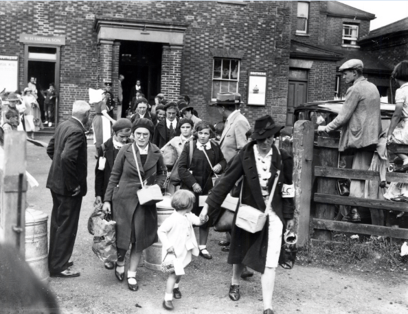 Garland N18713 - Evacuees arriving September 1939